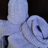 Комплект из теплой шапки и длинного  шарфа с густой бахрамой.