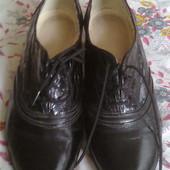 Кожаные туфли на шнуровке, р.36