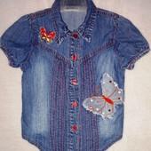 В идеальном состоянии джинсовая рубашка Topolino на девочку р.104. Замеры есть.