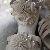 Новые белые кожанные босоножки