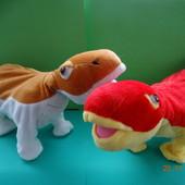 Интерактивный большой  динозавр.  Танцует, играет музыка.Заканчиваются