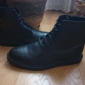 Ботинки із натуральної шкіри зовні і всередині 42 рр і устілка 28 см.
