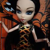 Шарнирная,очень дорогая качественая кукла Monster High, в коробке с аксессуарами.29см Реальные фото.