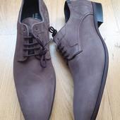 Туфлі із нубуку зовні і нат.шкіри всередині 43 рр і устілка 30 см з носиком.