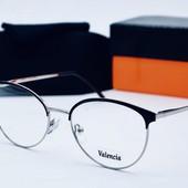 Имиджевые очки с прочным футляром и салфеткой