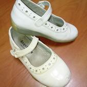 Туфельки лаковые,б/у,25 размер,стелька 15.8-16 см