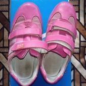 Отличные кроссовки для девочки