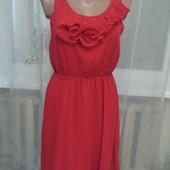 Яркое шифоновое платье.