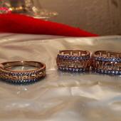 Новинка!Шикарный набор серьги-кольца с резным узором и цирконами,кольцо19размер,очень нарядный набор