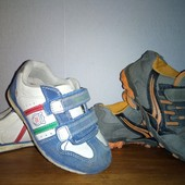 Дві пари кросівок з замшевими вставками, устілка 17-17.5см