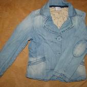 """Не пропустите! Фирменный джинсовый пиджачек с """"латками на локтях""""  на модницу 5-6 лет."""