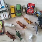 Игрушки для мальчика ( 5 машинок, 2 солдата,набор животных), телефон!