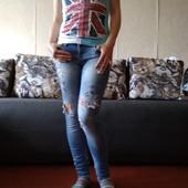 модные летние джинсы с нашивкой и дырами, с