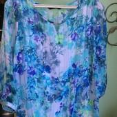 Очень яркая красивая блузка с маечкой.Состояние отличное! Скроет все недостатки!