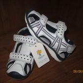 Спортивные босоножки на активные ножки 27,30,31 размеры.