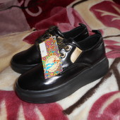 новые стильные туфли на девочку