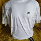 Мужская футболка бренда Adidas. Размер  L.