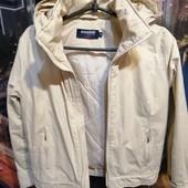 Короткая курточка фирменная 44 р-а дл 53, ПОГ 49, внутренний шов рукава 48, наружный шов рукава 60.