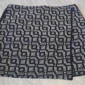 Фирменная красивая юбка с запахом в состоянии новой вещи р. 14-16.