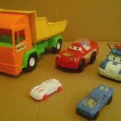 1 лот: пять разных машинок малышу