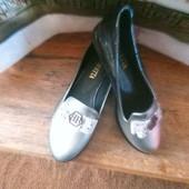 Модні лакові туфлі на низькому ходу 39 р.
