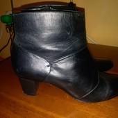 Кожаные деми ботиночки 37 размер фирмы М&S