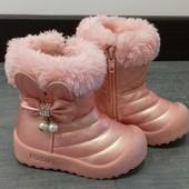 Нові зимові чобітки на дівчинку