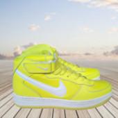 кросівки універсальні (жін. чол.) Nike.