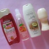Косметический набор Avon из 4 продуктов: гель д/душа, шампунь, спрей, дезодорант эйвон
