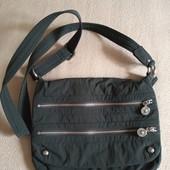 Фирменная красивая сумка кросс-боди в отличном состоянии р.29*24