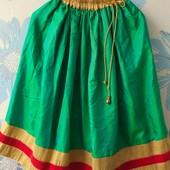 Яркая перламутровая юбка зелёного цвет 5-10 лет на резинке с золотой вставкой
