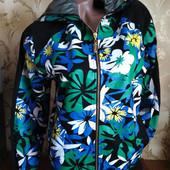 Женская куртка на весну, размер L(+-46), фирма Bikkembergs.