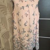 Фирменное красивое шифоновое платье в бабочки в состоянии новой вещи р.16-20.