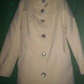 Шикарное белое пальтишко 48 размера!