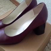 Продам кожаные туфли на каблуке 37 размер 24-24.5 см полномеры