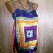 Яркая оригинальная маечка из комбинированных тканей, украшена декоративными разноцветными камушками