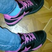 Классные, яркие, легкие кроссовки. Размер 41 - стелька 26,5 см.