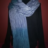 Брендовый широкий весенний шарф с лёгким эффектом жатки. 100%котон.Не секонд. в идеале.