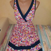Нежное платье в цветочный принт, состояние нового