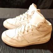 Белые кроссовки Nike, ориг. Индонезия, разм. 31 (19 см по бирке). Сост. очень хорошее!