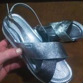 Богатые босоножки-Hhoes в серебрe с напылением.