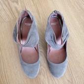 Класнючие итальянские туфли-ботильоны Minozzi, натуральный замш