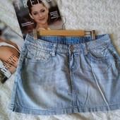 Скидка УП-10%. Джинсовая юбка с декоративными потёртостями и стразами от B. Style. размер 48,50
