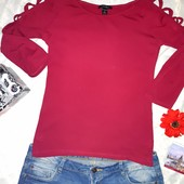 Эффектная футболка с перелётами на рукавах и открытыми плечами Amisu!