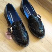 Стильні класнючі) новенькі туфельки дівчинці на вузьку ножку 21-21,5 см