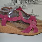 Сток . Шкіряні босоніжки Clarks 39-40 розмір
