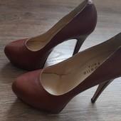 Стильні фірмові туфлі Isabelle Paris. з натуральної шкіри-38р.