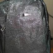 Женский рюкзак серебро в пайетках.