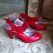 Лот 3 пары! Белые, черные и красные женские туфли Chanel, производитель Франция. р.37-23 см.