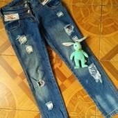 Крутые фирменные джинсы для модницы в отличном состоянии.
